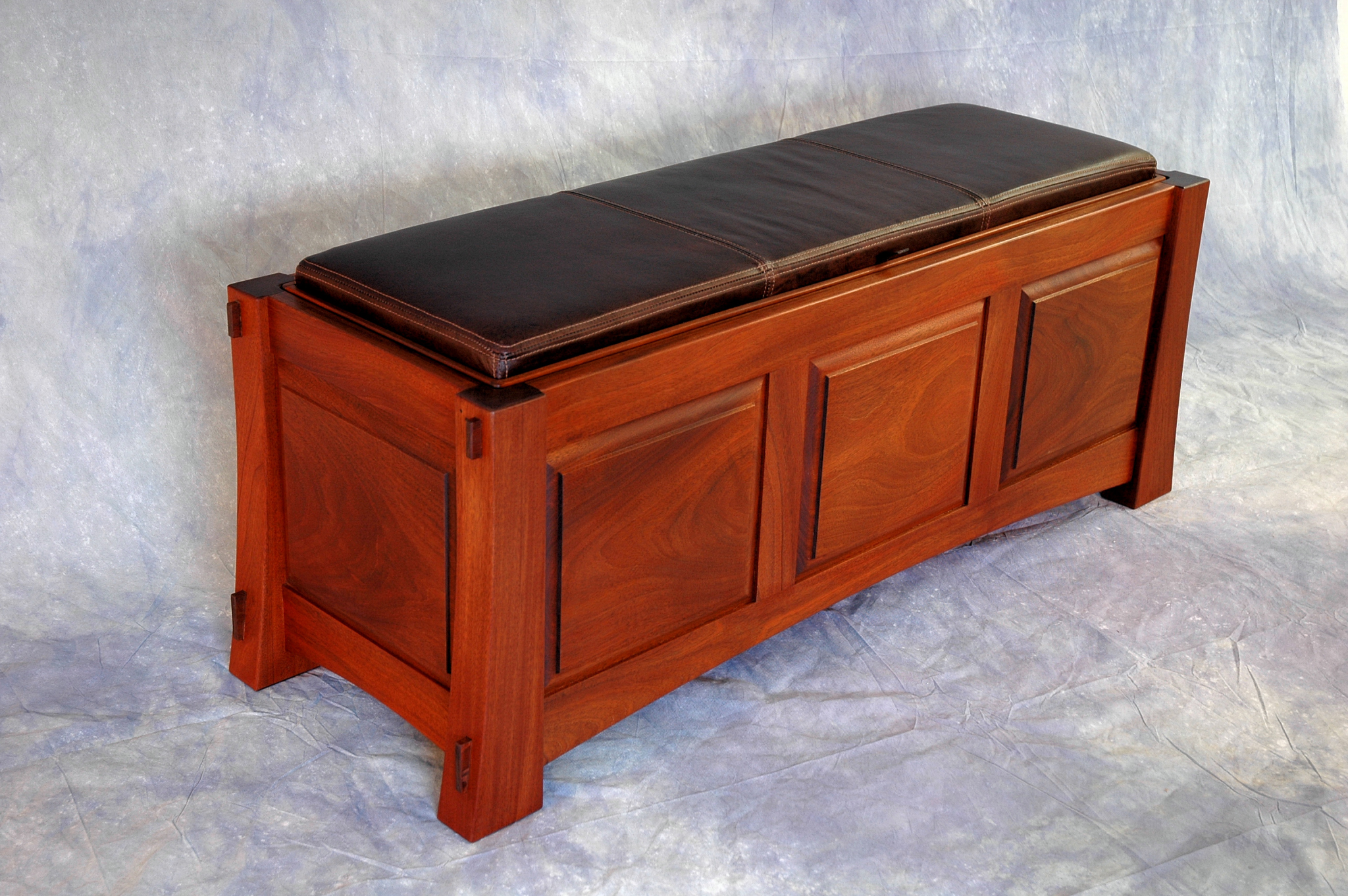 Mahogany Blanket Chest With Seating Gt Montana Fine